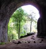L'ingresso della grotta di Meziad